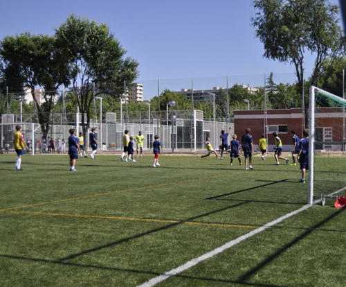 Centro deportivo municipal barrio el pilar vicente del for Piscina municipal vicente del bosque