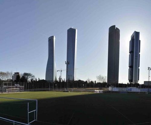 Centro deportivo municipal barrio el pilar vicente del for Piscina vicente del bosque